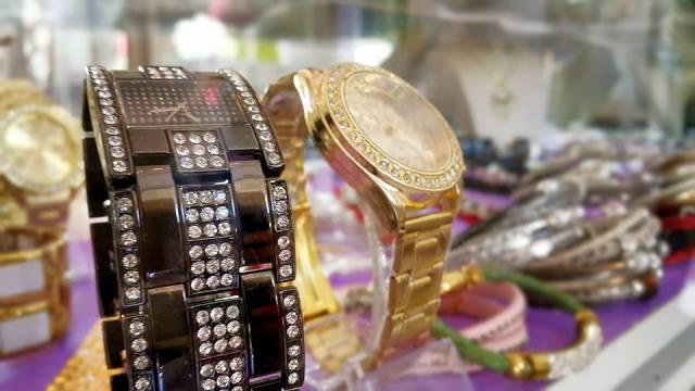 B & G Boutique Antalya - 0242 2295999 antalya takı mağazaları saat küpe yüzük kemer çanta modelleri (6)