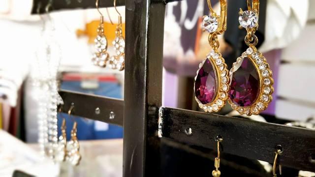 B & G Boutique Antalya - 0242 2295999 antalya takı mağazaları saat küpe yüzük kemer çanta modelleri (8)