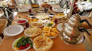 Alanya Keyf-i Ala Restaurant 0242 522 00 58 kahvaltı fırsatları haftasonu mekanları serpme köy kahvaltısı