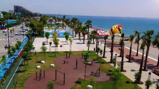 Antalya'nın pırlanta gerdanlığı Konyaaltı Sahili, şehre vizyon katıyor.