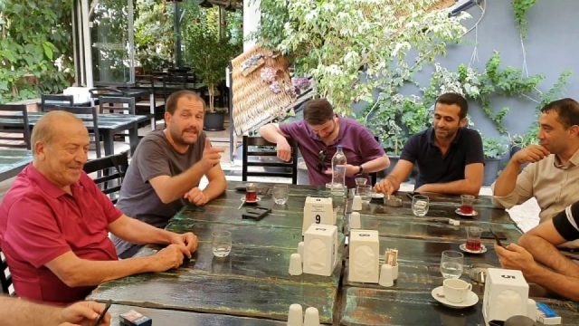 Dostları Nihat Kavşut'a taziye için Nasreddin Restoran'da bir araya geldi