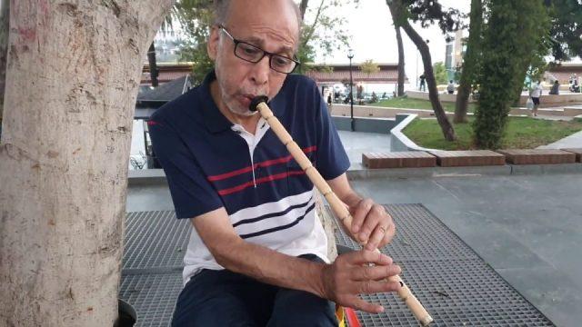 Nasıl geçti habersiz O güzelim yıllarım sözleri - Antalya Sokak Müzisyeni