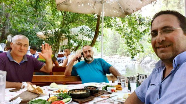 Erdal Efe - Cemil Uygun Yarıkpınar Meydan Restaurant_2