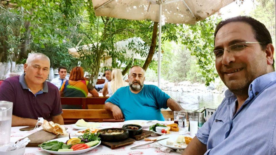 Erdal Efe – Cemil Uygun Yarıkpınar Meydan Restaurant_4
