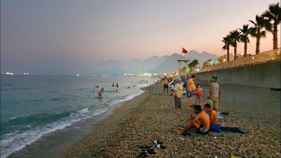 Antalya Konyaaltı Plajında Akşam Huzuru