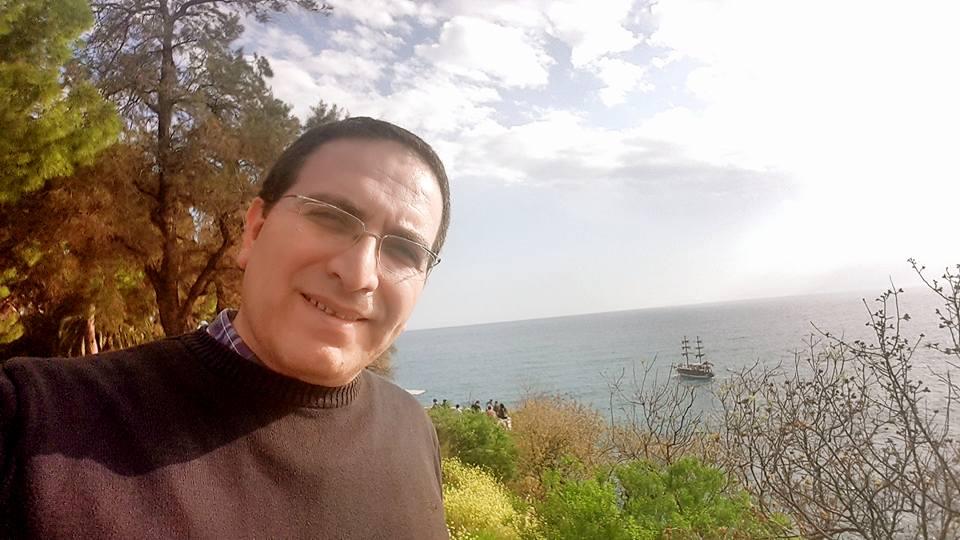 ali aksoy fotoğrafları sanatçı besteci söz yazarı şair 23
