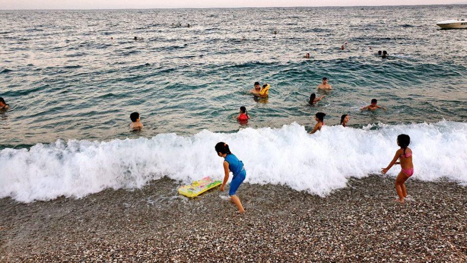 antalyada deniz manzarası konyaaltı beach gezilecek yerler 3