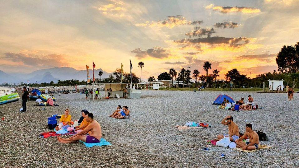 antalyada deniz manzarası konyaaltı beach gezilecek yerler 5