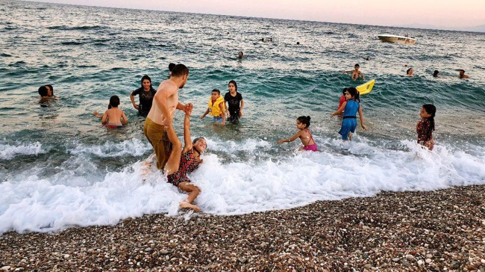 antalyada deniz manzarası konyaaltı beach gezilecek yerler 6