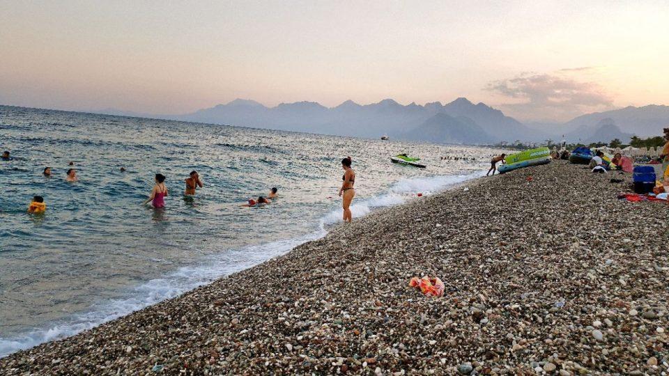 antalyada deniz manzarası konyaaltı beach gezilecek yerler 7