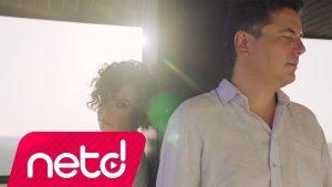 Suat Suna feat. Fatma Turgut - Aramızda Uçurumlar Şarkı Sözleri
