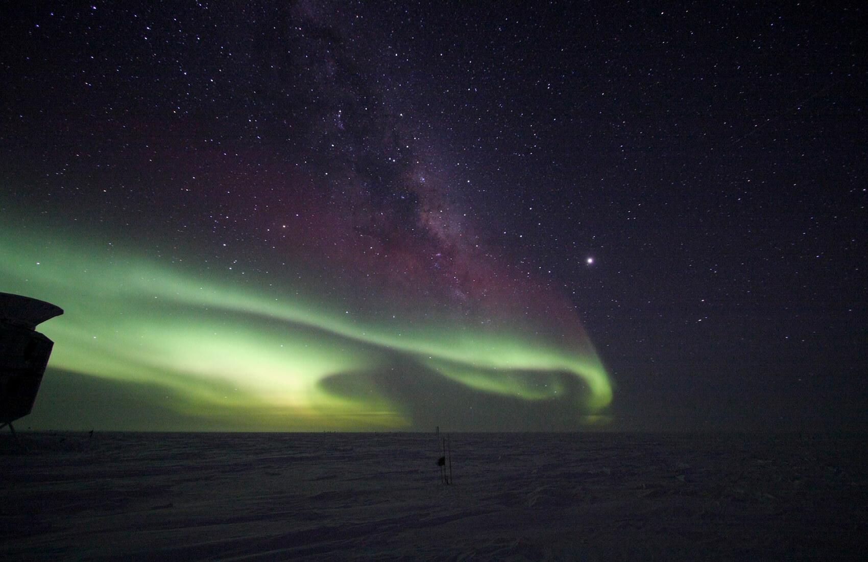 Australian Flag Hd Wallpaper South Pole Night Auroras Amp Yukimarimos Antarctic