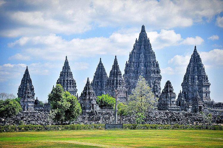 Berwisata Mengunjungi Situs Bersejarah Candi Prambanan Jogjakarta