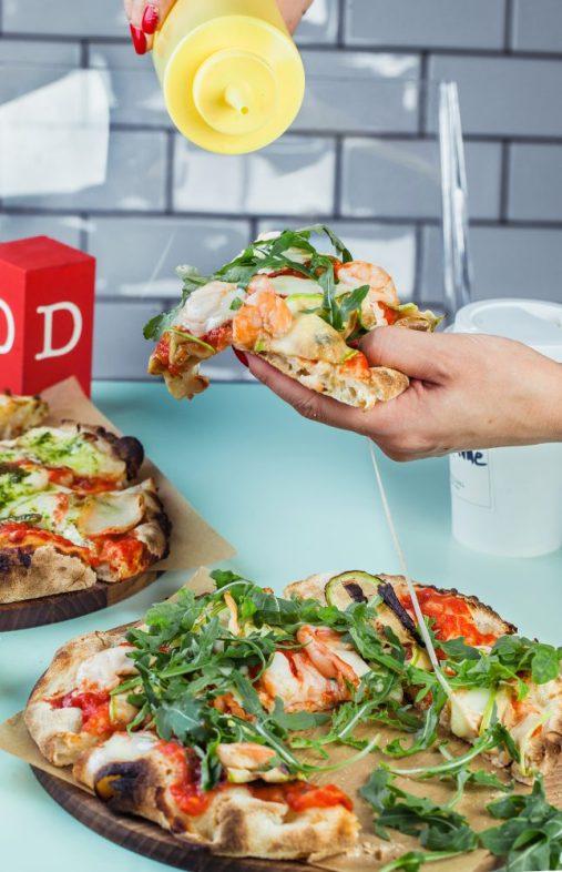 Пицца с креветками и цуккини
