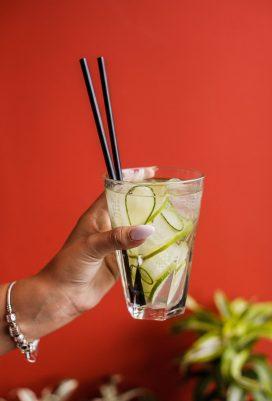 Детокс-лимонад с лаймом и огурцом