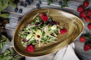 Салат с миксом из печеной и маринованной свеклы, с ростками подсолнечника и гороха и домашним козьим сыром в фисташковой крошке