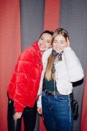 Алена Есипова с подругой