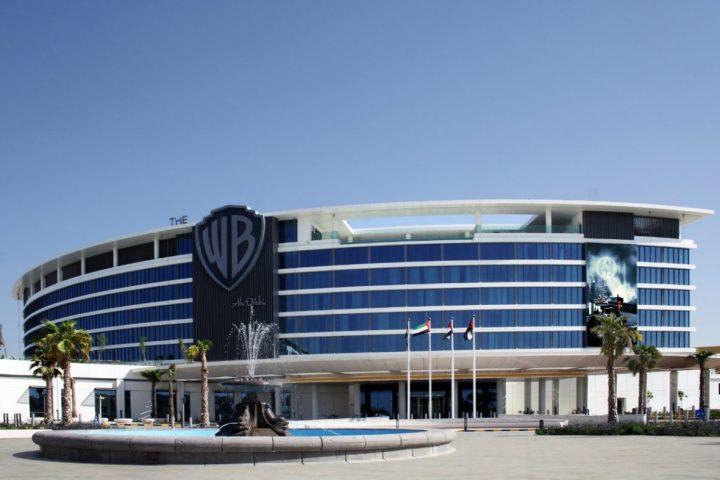 отель Warner Bros