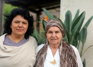 Berta y su madre, defensoras