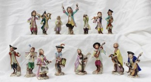 A set of fourteen Aelteste Volkstedter porcelain figures for a monkey band, Sold for £1,350 at Anthemion Auctions