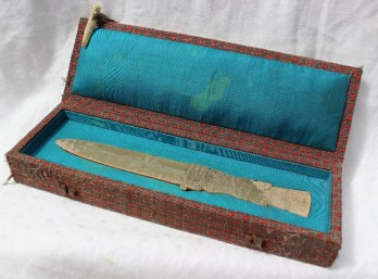 Property of a Viscount: A jade dagger, the handle carved with geometric patterns and scrolls, 19.5cm long, cased. Sold for £1,000 at Anthemion Auctions