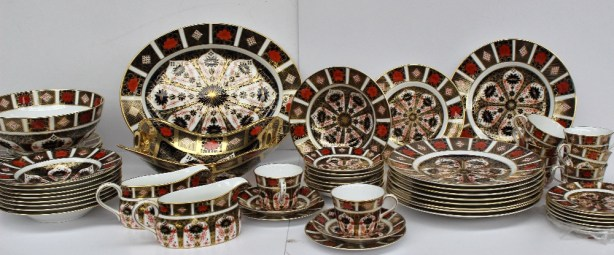 A Royal Crown Derby 1128 pattern part dinner and tea set comprising nine saucers, eight tea cups, nine tea plates, nine soup bowls, nine dessert plates, nine dinner plates, an oval meat plate, twin handled pedestal tazza, a large fruit bowl and two gravy boats (mainly seconds). Sold for £780 at Anthemion Auctions