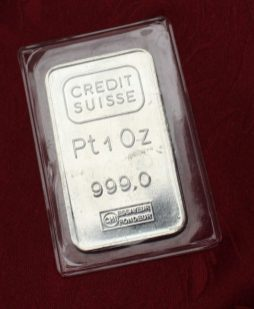 A Credit Suisse 1 oz platinum bars, 999.0, 32.5 grams. Sold for £820 at Anthemion Auctions