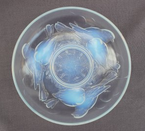 Anthemion Auctions Timed auction - Lot 1040 - An Ezan of France opalescent bowl of circular form decorated with birds around a nest, 25cm diameter