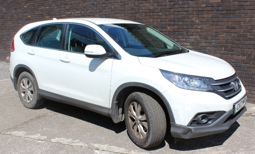 Sold for £7,500. A Honda CR-V SE I-VTEC in white, 1997cc petrol, first registered 25-6-13, registration number CV13 WFX MOT valid until 12th July 2019, estimated mileage approximately 19,656