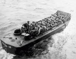 Chaque barge LCVP transporte 35 hommes environ.