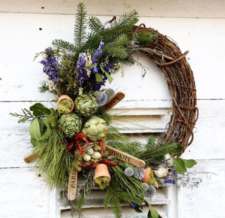 Χριστουγεννιάτικα στεφάνια από φυσικά κλαδιά & λουλούδια