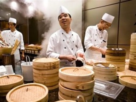 chefs-preparing-dim-sum-in-restaurant-seoul-south-korea1