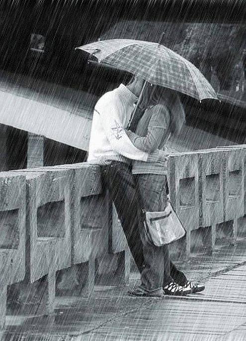 kissing-in-the-rain