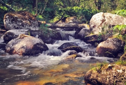 flowing_water_on_the_river