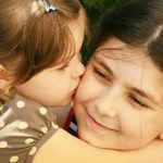 Έξι πολύτιμες συμβουλές για να μεγαλώσετε ένα καλόκαρδο παιδί