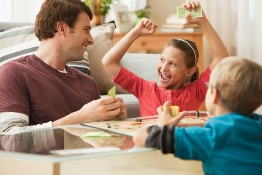 Parents-play-board-game-with-children