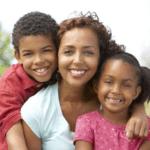 Διαφορές ανάμεσα στην επιβράβευση και στον κομπασμό των γονιών σχετικά με τα παιδιά σας