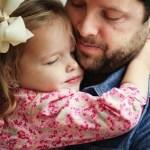 Σχέση πατέρα-κόρης: Πόσο επηρεάζει την ενήλικη συναισθηματική ζωή της;
