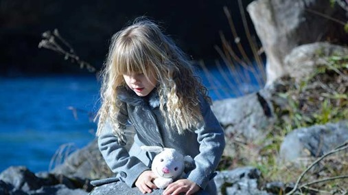 child-alone-02