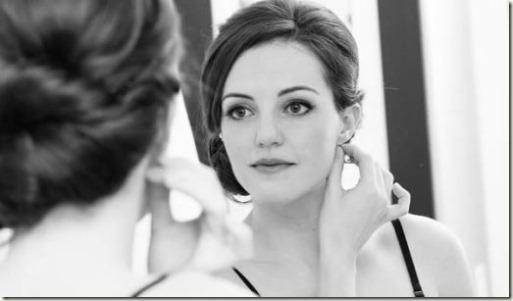 woman-mirror-1