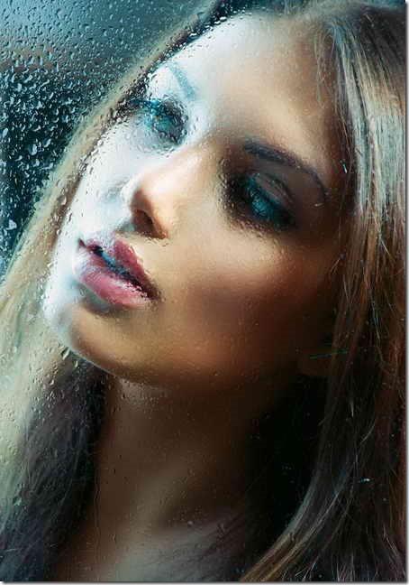 posters-portrait-de-beaute-fille-derriere-le-verre-humide