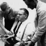 Η επανάληψη του διάσημου πειράματος Μίλγκραμ έδειξε ότι 9 στους 10 ανθρώπους θα έκαναν πρόθυμα ηλεκτροσόκ στους άλλους