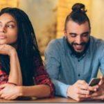 15 προειδοποιητικά σημάδια ότι ο σύντροφός σου σε απατά, σύμφωνα με τους ειδικούς