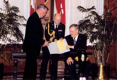 R2009. Tony receiving his CSPWC Life Member Diploma from Hon. David Onley, Lt. Governor of Ontario.