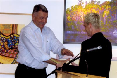 2009. Receiving the SCA's Stevens Award from Dr Patrick Shaw Cable, Chief Curator at the Art Gallery of Hamilton.