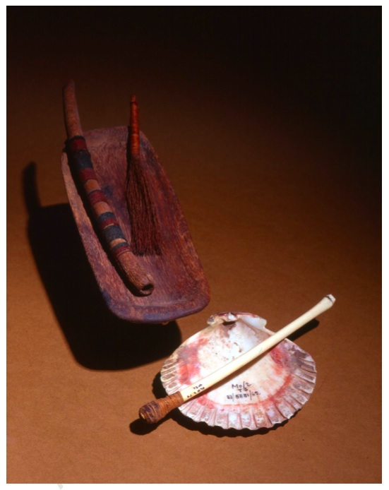 An Example of a Tiwanakuan Snuff Kit