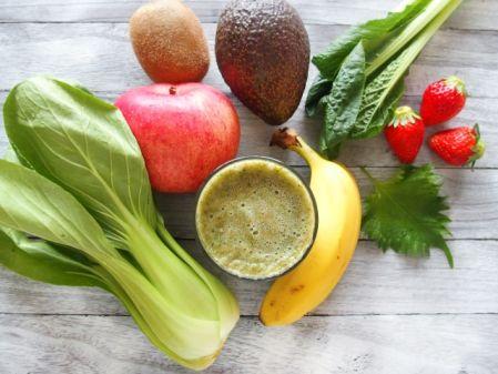 ビタミンやミネラルを含む野菜や果物の写真