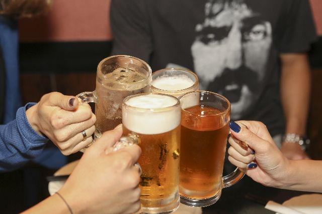 肝臓の疲れの原因のアルコールのビールの写真