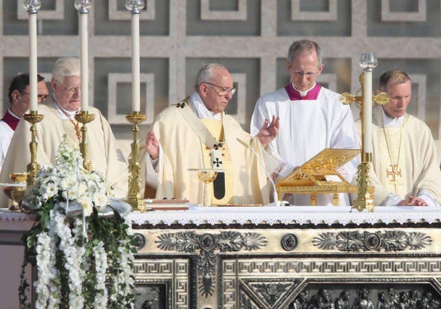 Milano, papisti vs. bergogliosi