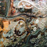IT - Splendide incisioni su specchiera SALIR. Murano anni '50-60 EN - Wonderful etchings on a mirror by SALIR company. Murano 1950-60 FR - Merveilleuses gravures sur un glace de SALIR. Murano 1950-60 Photo © Mg/Antichità al Ghetto SAS